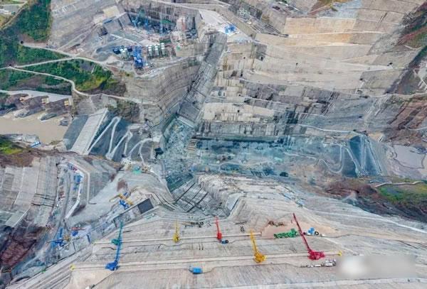 正在建设的白鹤滩水电站