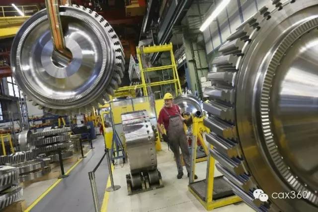 ▲西门子SGT5-8000H超重型燃气轮机的涡轮叶片 西门子SGT5-8000H超重型燃气轮机的涡轮叶片,其要承受超过1500°C的高温,超过了GE90涡扇航空发动机与F404喷气发动机的涡轮进口温度。
